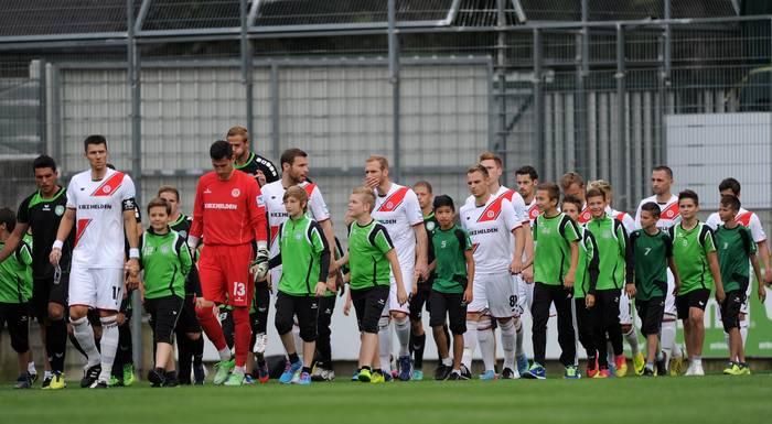 Jogo entre Pasching e St. Pauli fica no 0 a 0.