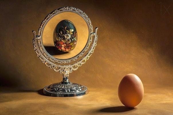 баба бреет мужу яйца
