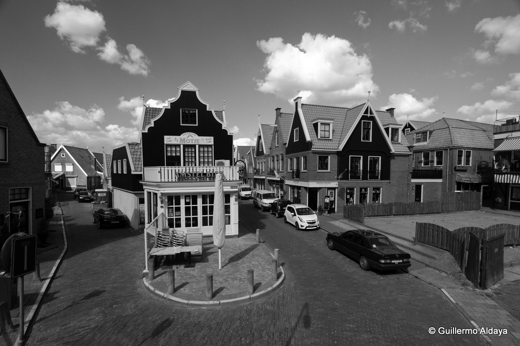 Volendam (Netherlands), by Guillermo Aldaya / PhotoConversa
