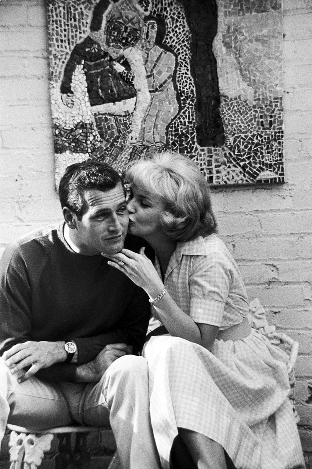 http://4.bp.blogspot.com/-8GLWSN5jGJs/TViHS8pJ5qI/AAAAAAAACxc/uXzmi7f1Y9Y/s1600/Joanne-Woodward-Kissing-Paul-Newman.jpg
