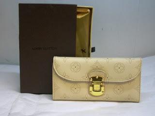 gambar dompet wanita