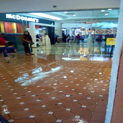 Gambar Banjir Kilat Di IOI Mall Puchong 10 Jun 2015