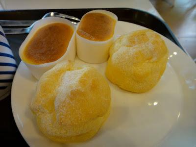 Cheesecake and Cream Puff at Paris Baguette Seoul