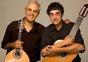 Nesta segunda, dia 07, às 18h, os irmãos Rogério Souza (violão) e Ronaldo do .
