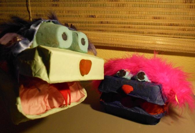 cuentosconencantoblog: Un títere de guante con peluche.