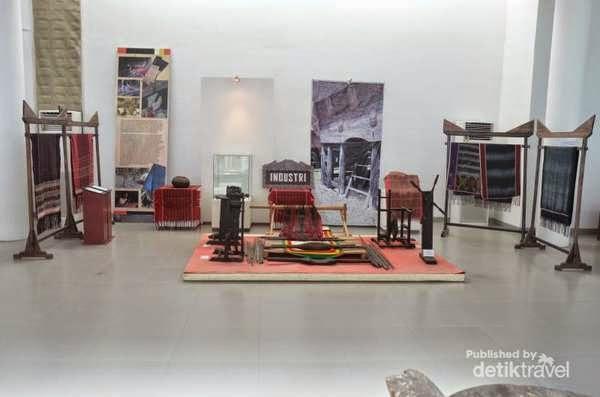 Kain Ulos di Museum Batak di Balige