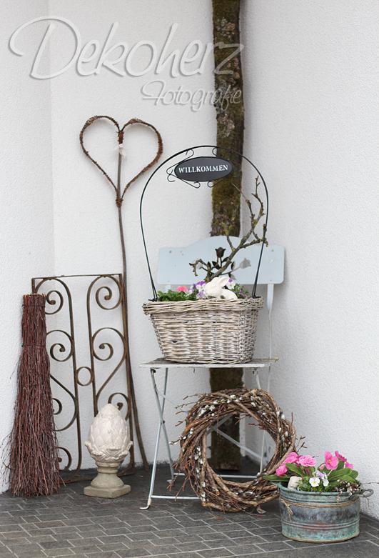 dekoherz herzlich willkommen fr hlingsdeko vor der haust r. Black Bedroom Furniture Sets. Home Design Ideas