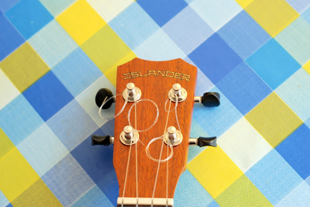 Islander MST-4 ukulele headstock and logo