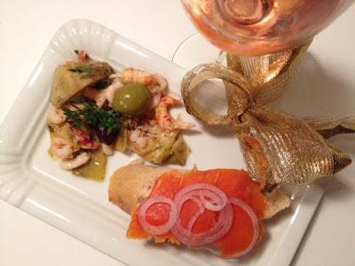 Mitternacht Weihnachtsjause: Graved Lachs Brötchen und mediterraner Meeresfrüchtesalat- My Kitchen Logbook