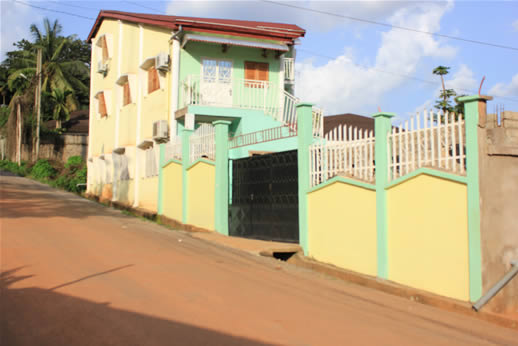 Appartements louer yaound elig essono duplex for Appartement meuble a yaounde cameroun