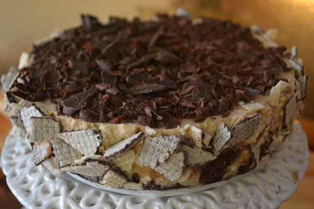 torta di wafer e cioccolato con crema di marroni