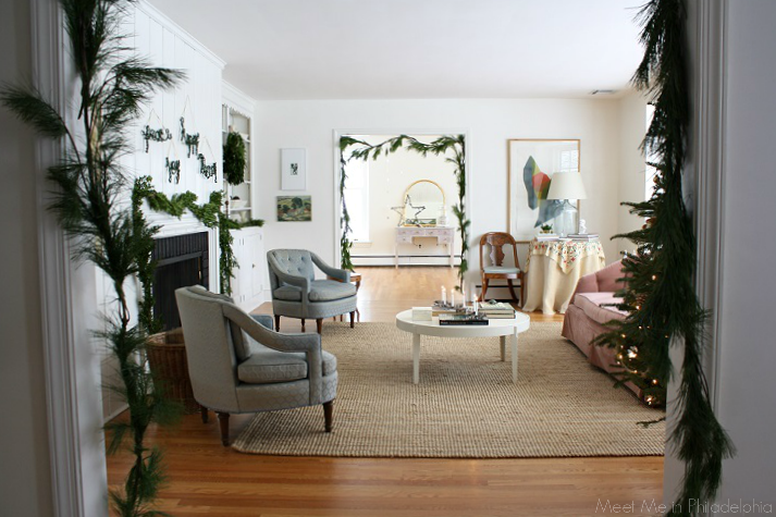 holiday living room via Meet Me in Philadelphia