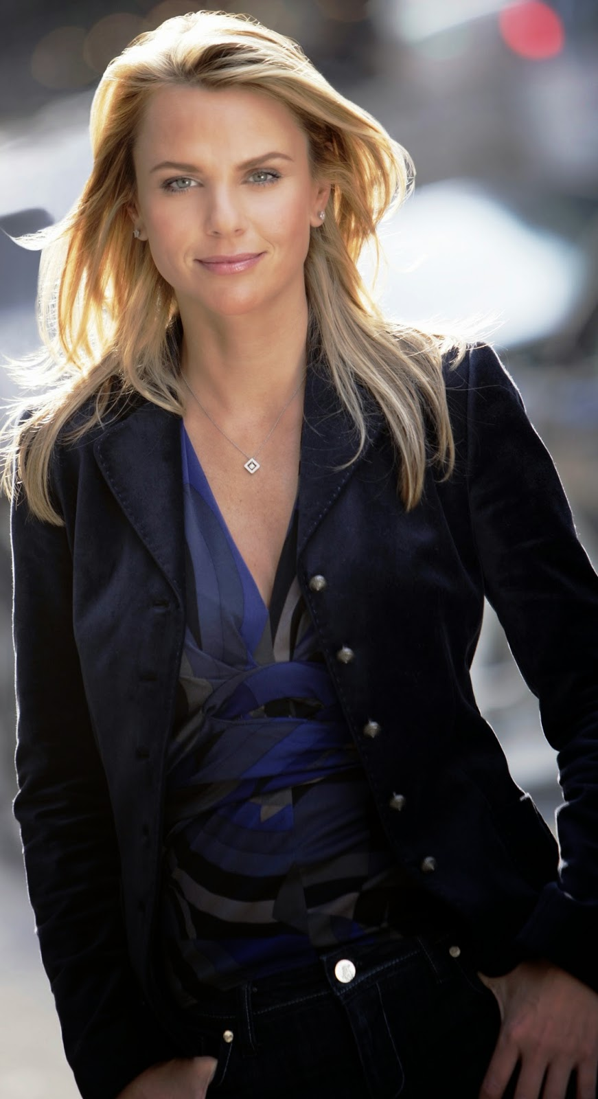 Photo and biography lara logan