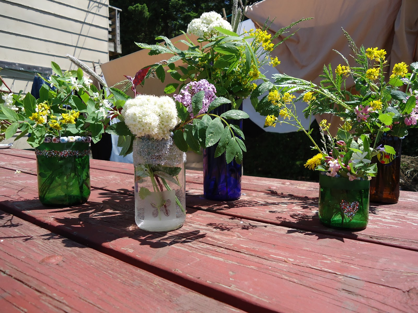 The art of up cycling upcycle ideas upcycle glass bottles for Jardin glass jars