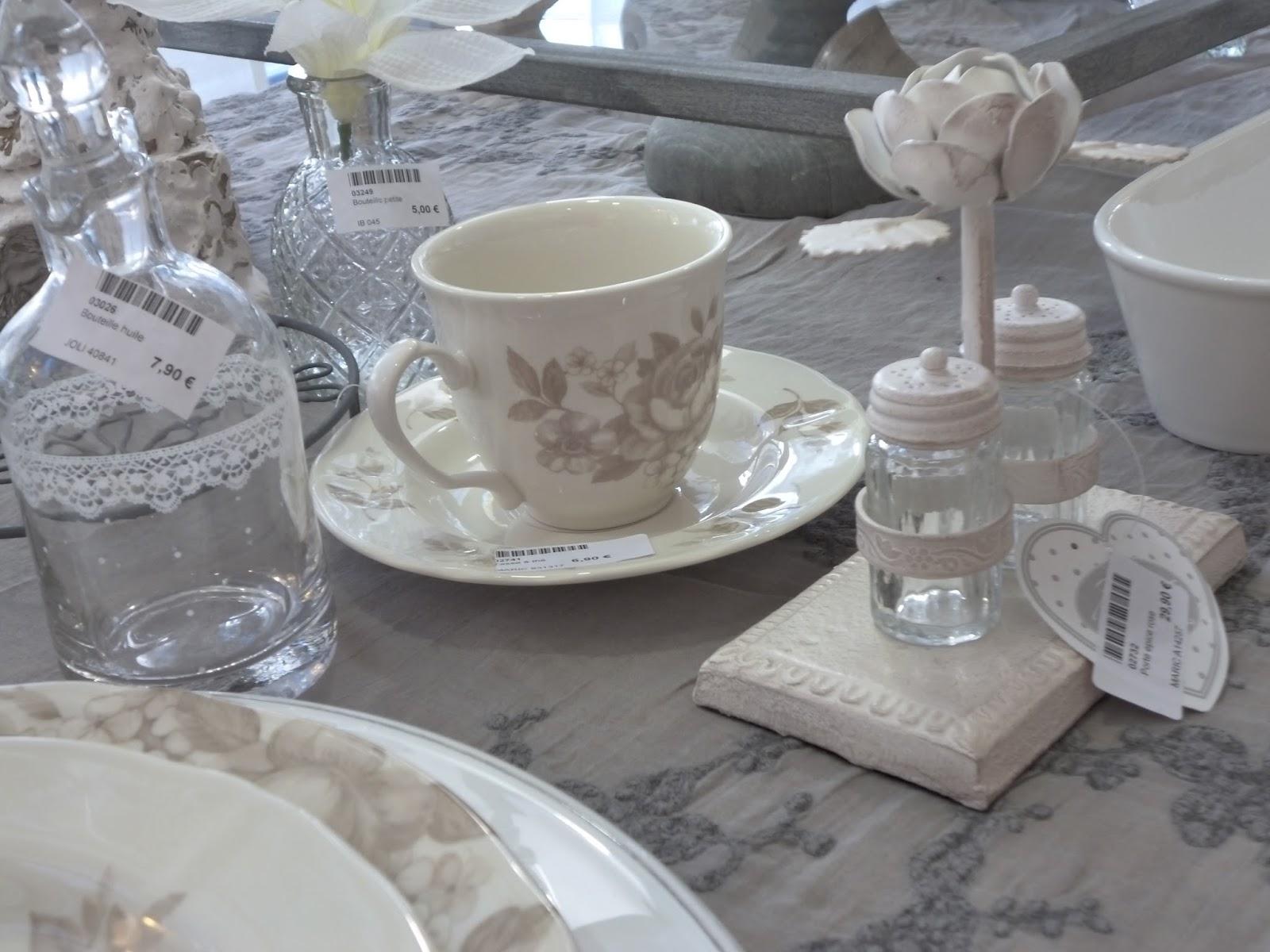 La demoiselle d 39 avignon tables d 39 automne - Cote table vaisselle ...