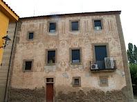 Els esgrafiats de la rectoria a la façana de ponent