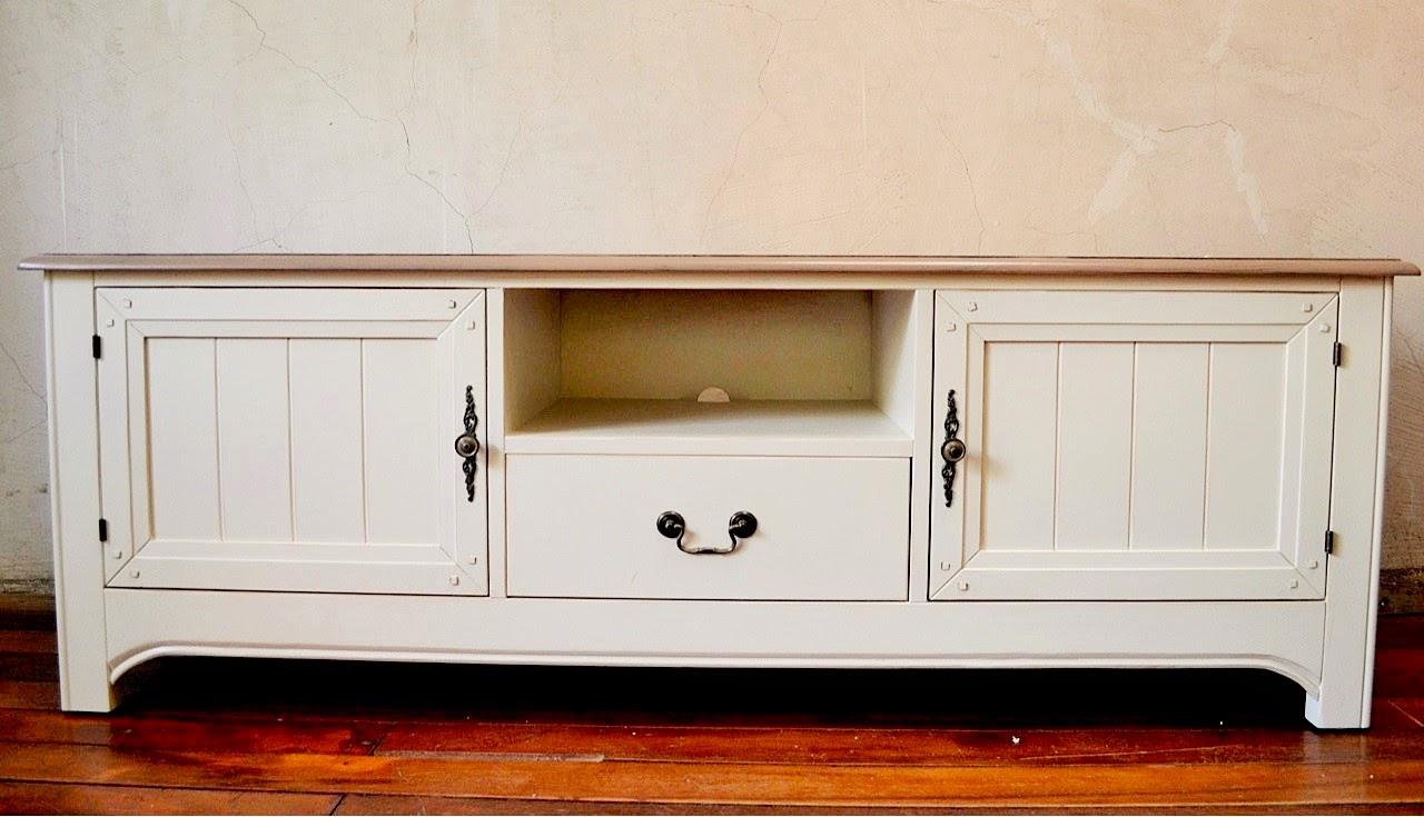 Paz montealegre decoraci n nueva linea de muebles provenzal for Nueva linea muebles
