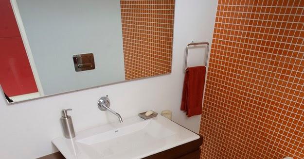 Tecnorapia ba o con suelo de cristal en edificio de 15 pisos for Bano con piso de cristal