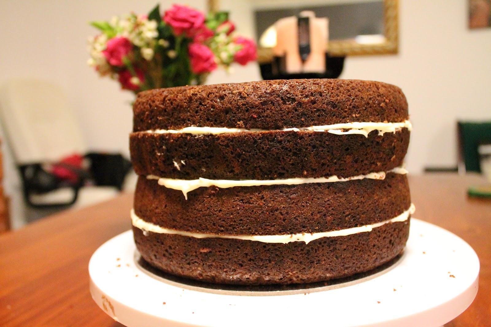 Stacking Wedding Cakes Layers Using Separators