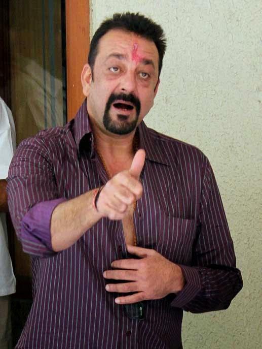 Sanjay Dutt leaves for jail with a tearful farewell