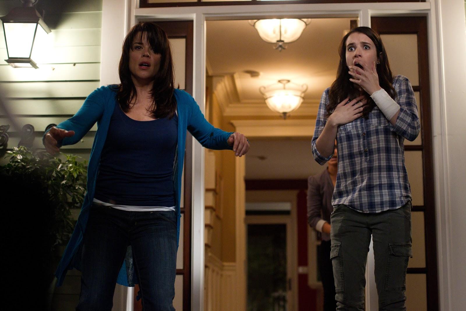 http://4.bp.blogspot.com/-8JwH6Goot9c/Tbb3W4wfdXI/AAAAAAAAA3M/ZvMm0Rywm0g/s1600/scream-4-neve-campbell-emma-roberts-movie-image.jpg