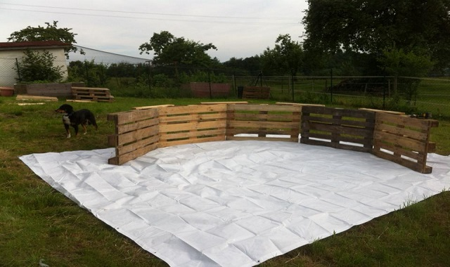 Make A Beautiful Swimming Pool With 10 Old Pallets And $80