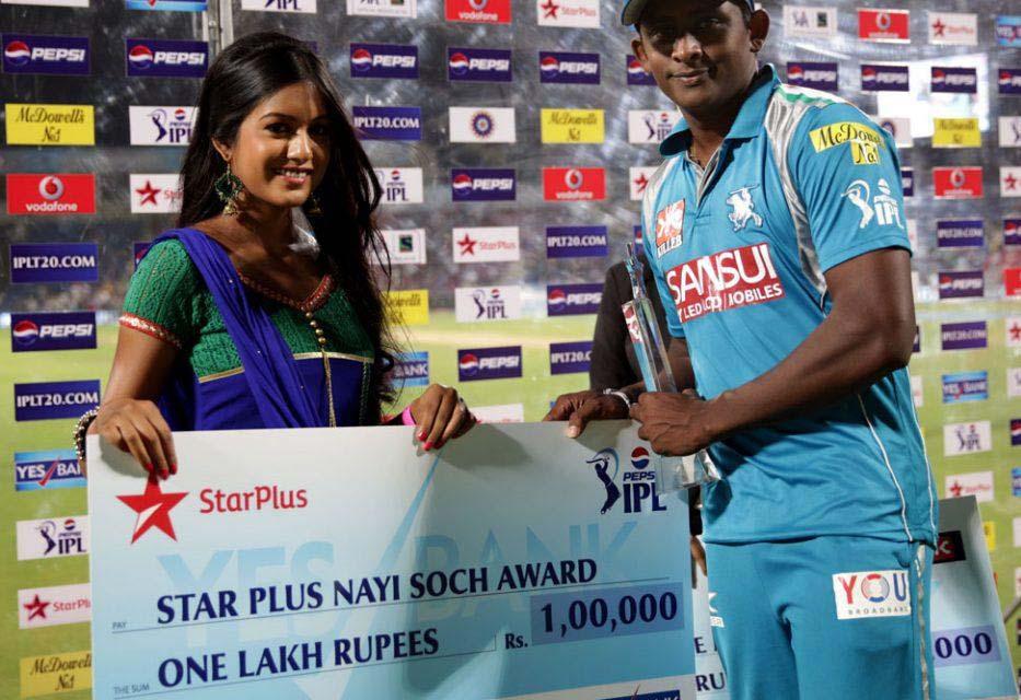 Ajantha-Mendis-star-plus-nayi-soch-award-PWI-vs-MI-IPL-2013