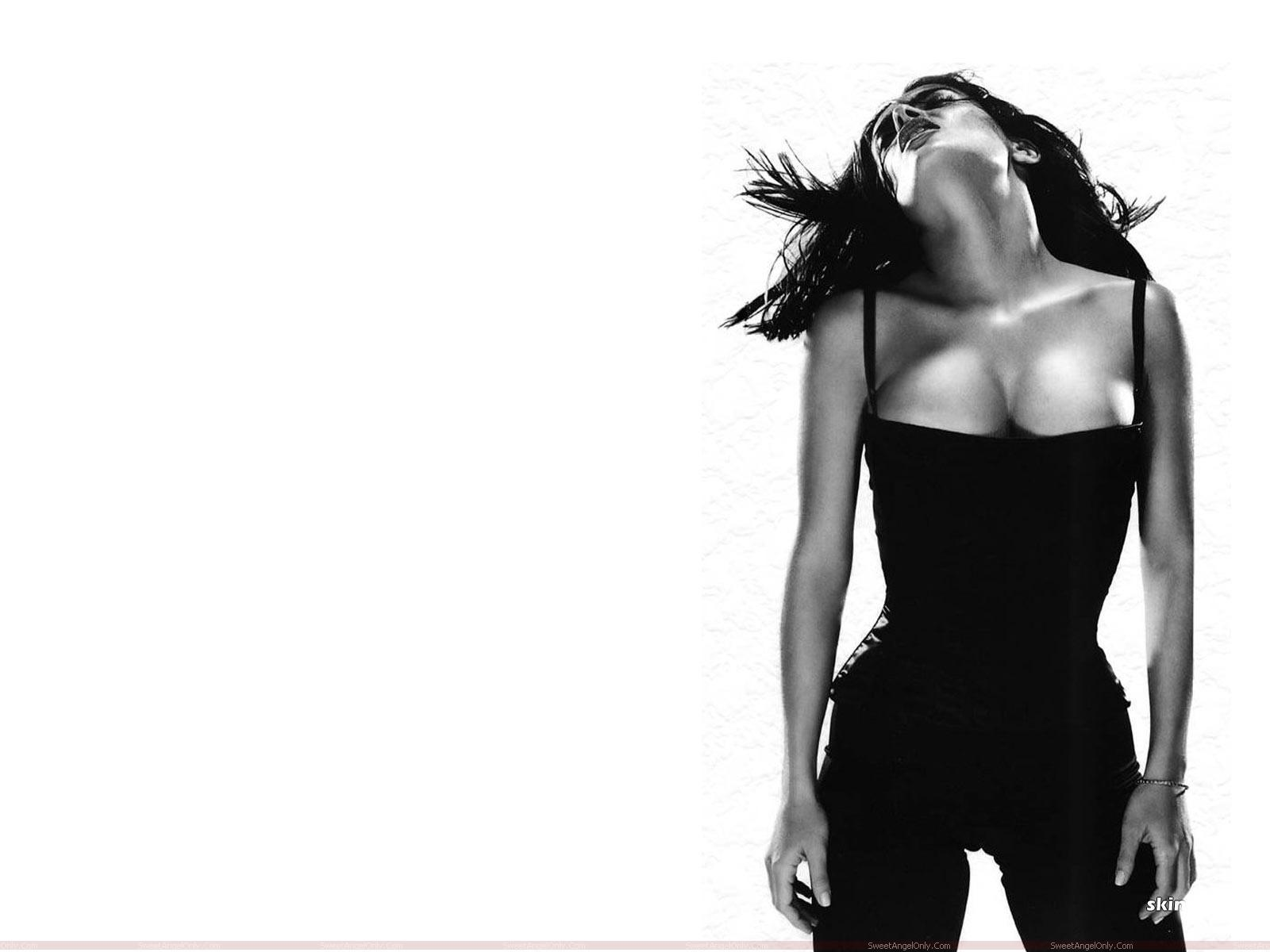 http://4.bp.blogspot.com/-8KkwBHdK_Xc/TbA4taeY5VI/AAAAAAAAG00/vv9xpci_vBc/s1600/salma_hayek_hd_wallpaper_black_n_white.jpg