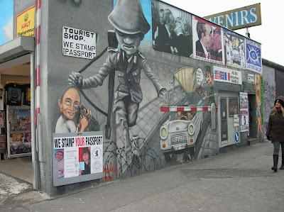 East Side Gallery, Muro de Berlín, Berlin, Alemania, round the world, La vuelta al mundo de Asun y Ricardo, mundoporlibre.com