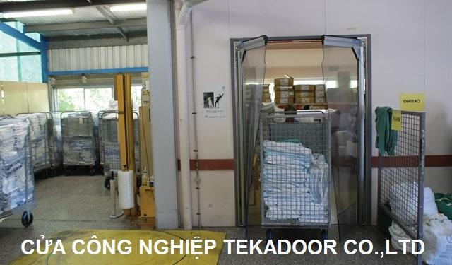Cửa xoay công nghiệp  PVC Impact Traffic Swing door