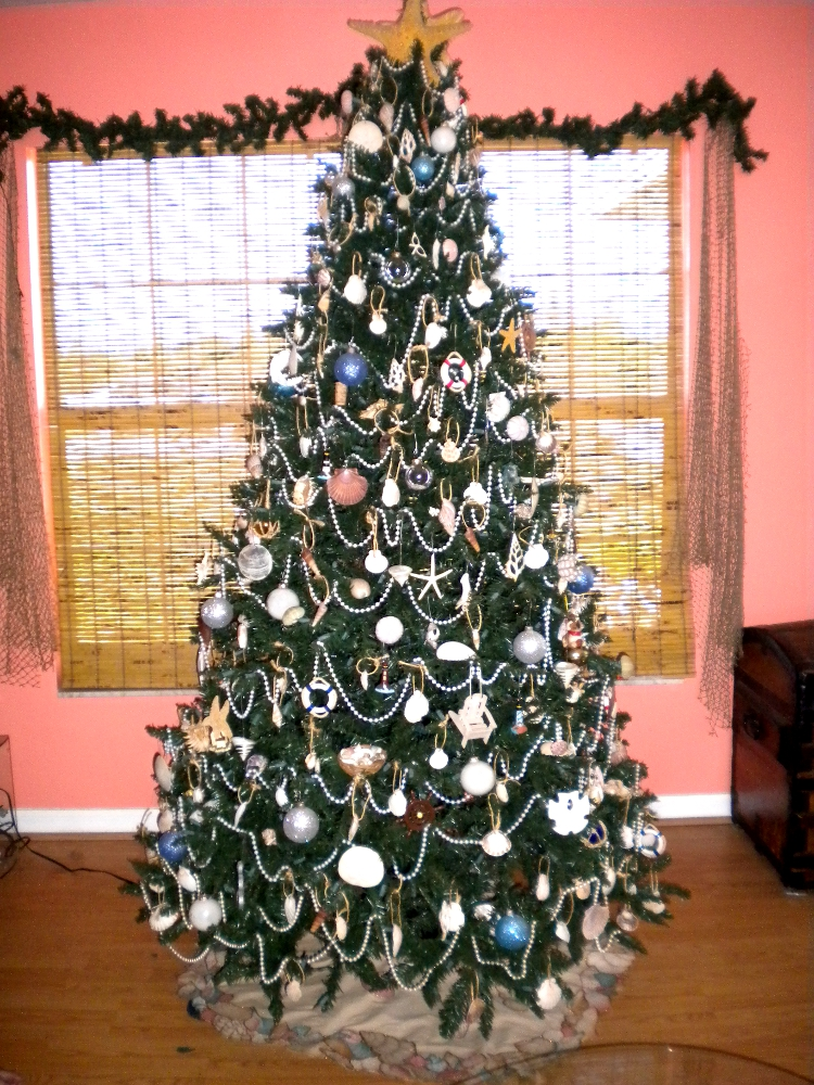 christmas really is right around the corner now so i thought id start off by sharing some pics of my tree