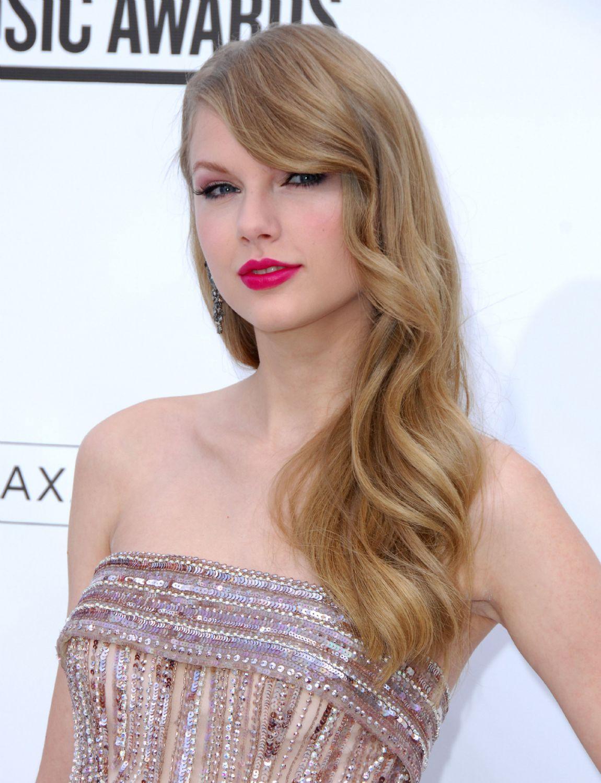 http://4.bp.blogspot.com/-8LInYJSZvlQ/Te1pTr8YIEI/AAAAAAAAKks/ByoRbKRpcXs/s1600/carrie-underwood-2011-billboard-music-awards+%25282%2529.jpg
