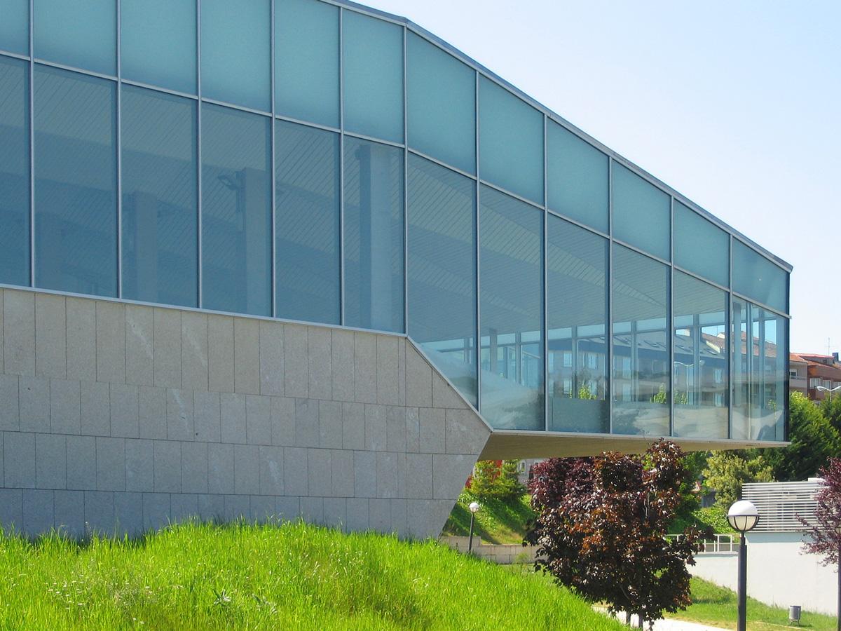 Nuevas arquitecturas piscina universitaria en ourense for Piscina universitaria