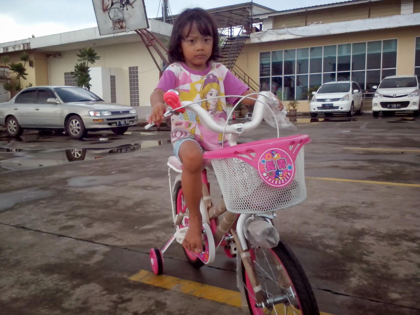 Keira Belajar Sepeda 4