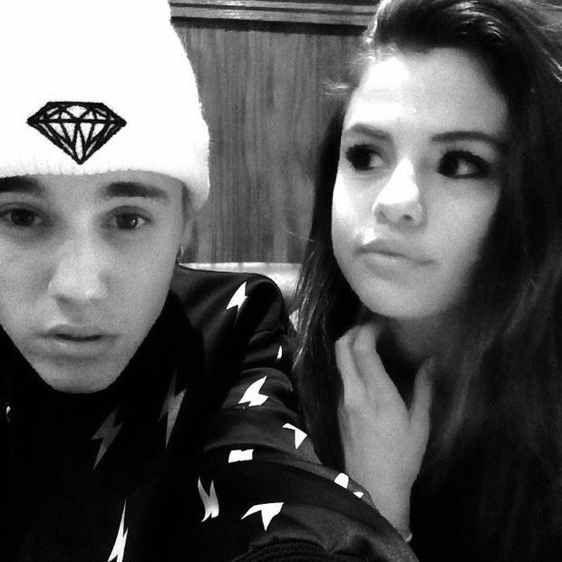 Justin Bieber posa para selfie com Selena Gomez