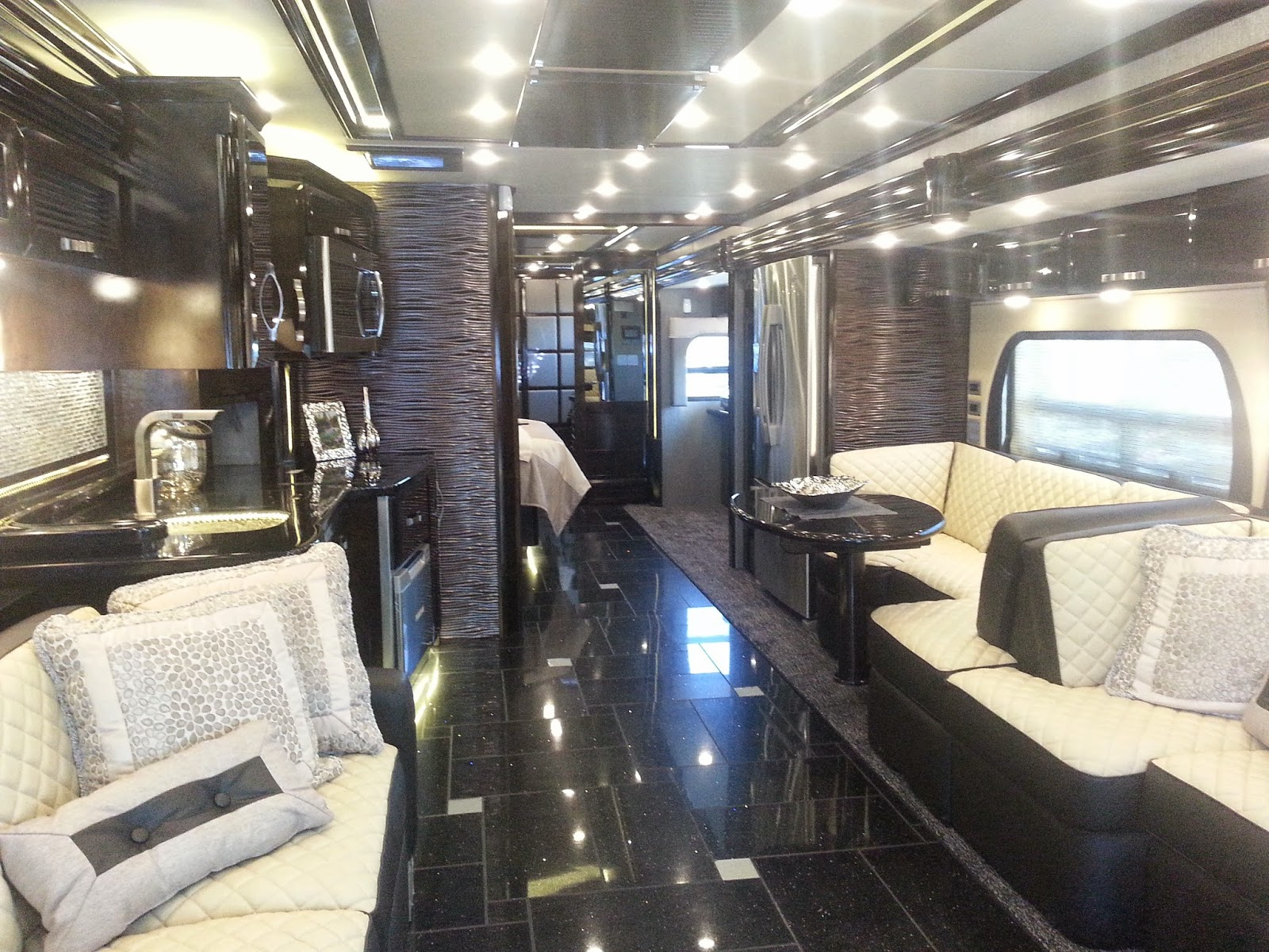 Rv a gogo rv travel the way to go for Million dollar motor homes