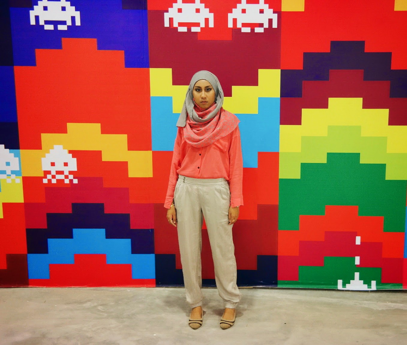 Simple Ootd Casual Hijab Outfit Plaid Shirt Jogger Pants