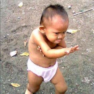 funny pics: kung fu kid