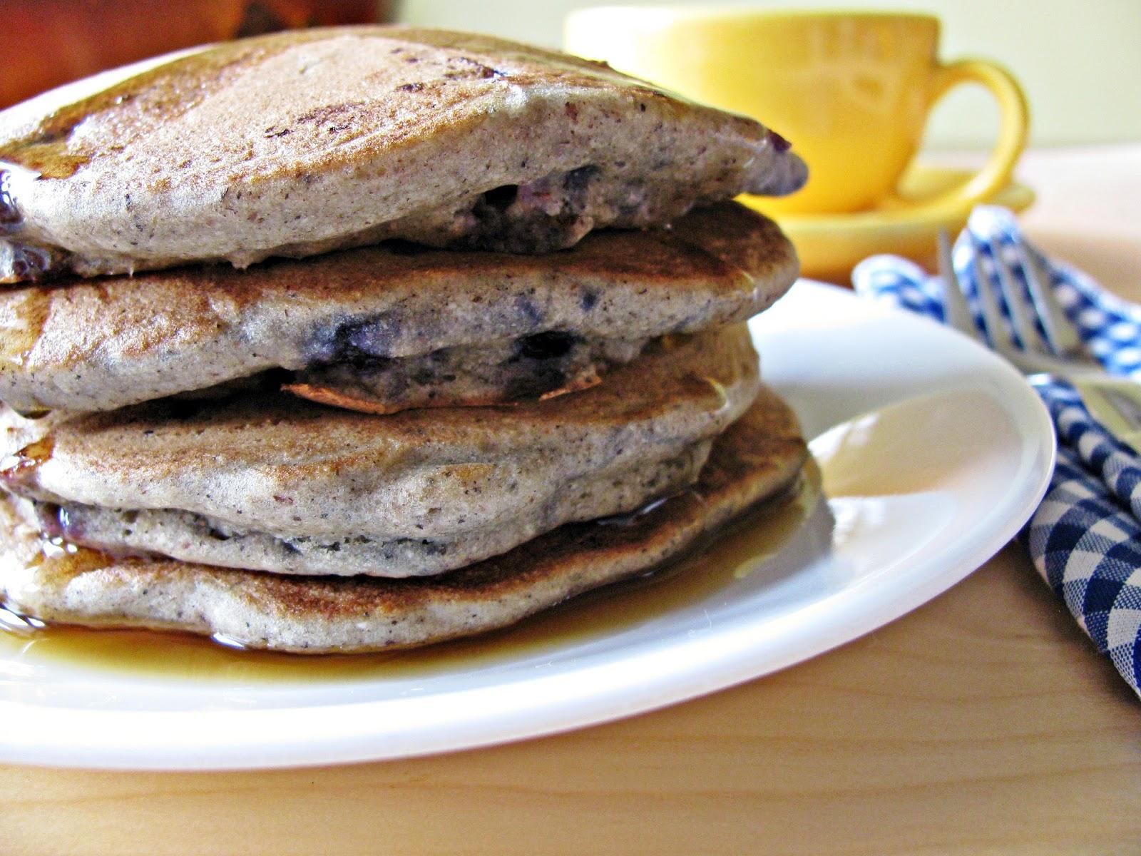 gluten free buckwheat and blueberry pancakes/pancakes sans gluten au sarrasin et aux bleuets