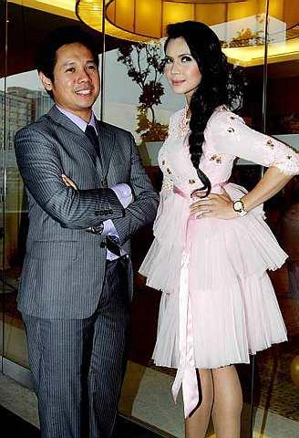 Gambar Rozita Che Wan dan Ally Iskandar Bergandingan Mengacara Anugerah Skrin 2011