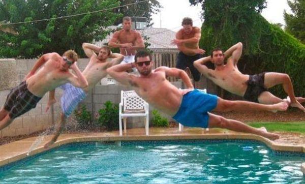Прикольные фото - Пролетая над бассейном