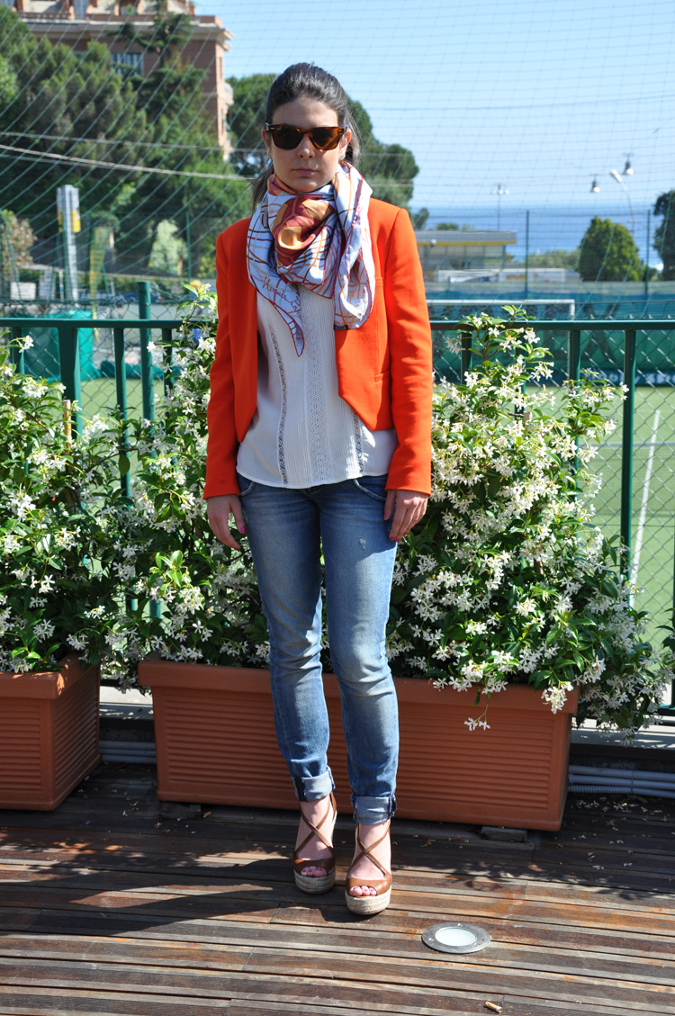 JACKET and SHIRT: Zara , TROUSERS: Cycle , BRACELET and EARRINGS :  Tiffany & Co. and Cruciani ,  WEDGE SANDALS:  Twin-Set  , GLASSES: Rayban Wayfarer , SCARFT: Hermes ,  NAILPOLISH: 547 pulsion Chanel.