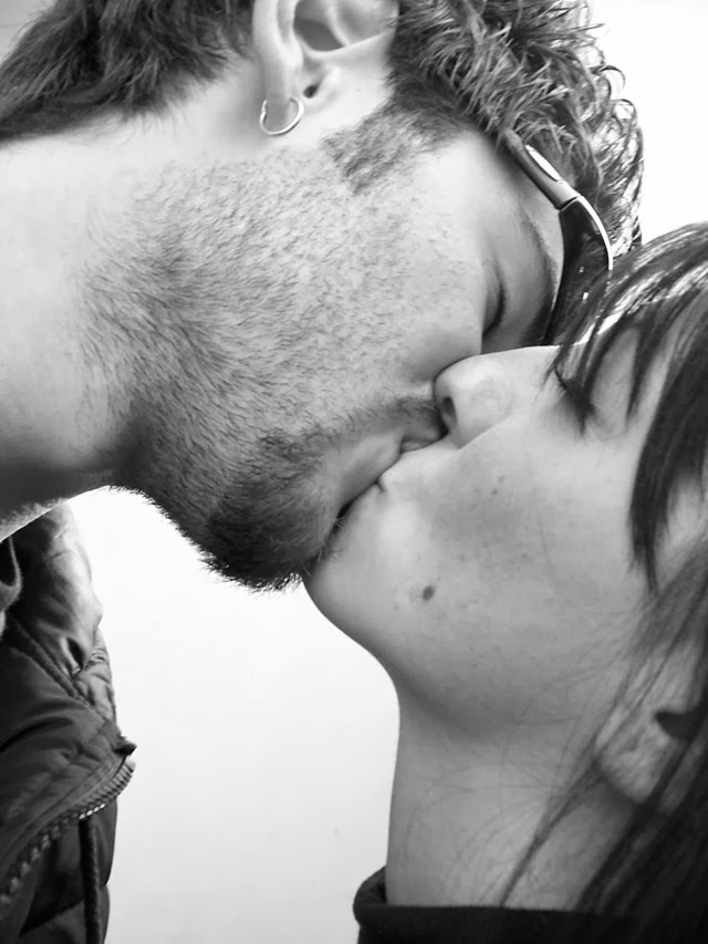 A médica Serly Francine alerta evitar o excesso de beijos e o compartilhamento de copos durante o carnaval. Foto: Reprodução