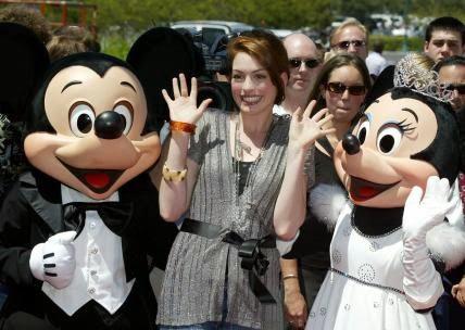 Os 60 anos da Disneyland  - Anne Hathaway