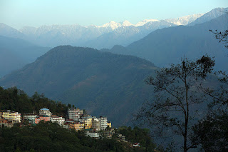 Pelling: Explore the beauty of hills and lake