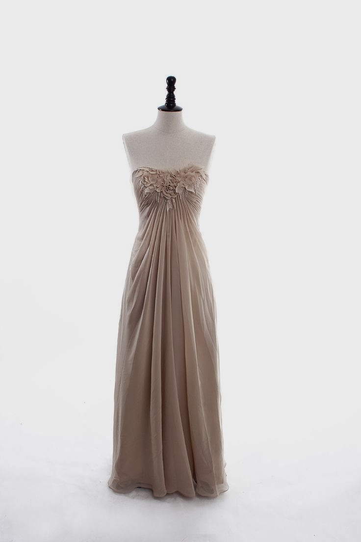 Fashionable Strapless Natural waist Chiffon wedding dress