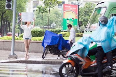 Nữ DJ Việt mời gọi 'phản cảm' miễn phí giữa phố