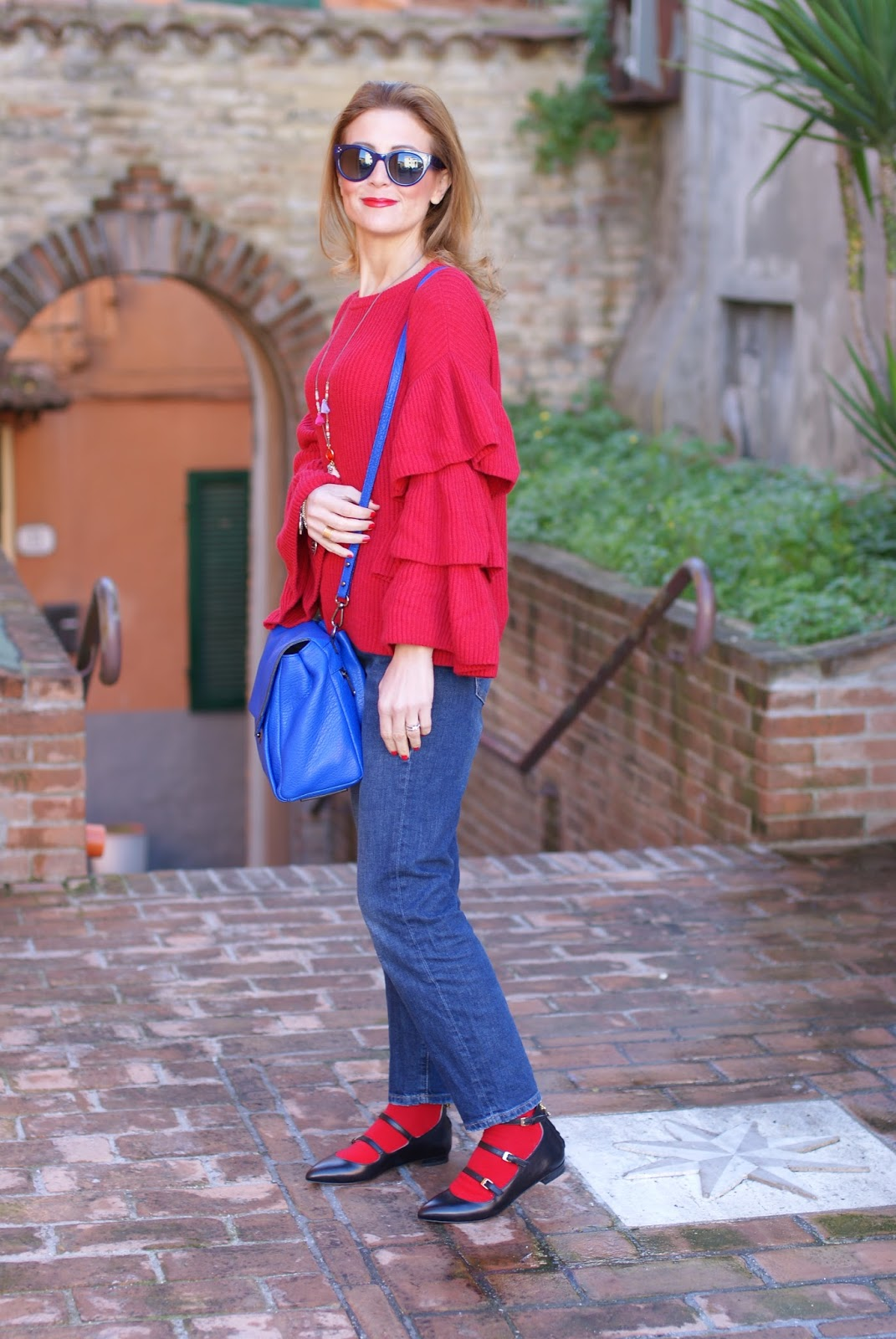 Classic festive outfit with ruffle sleeves top, Hype Glass sunglasses and Milly Wythe satchel bag on Fashion and Cookies fashion blog, fashion blogger style