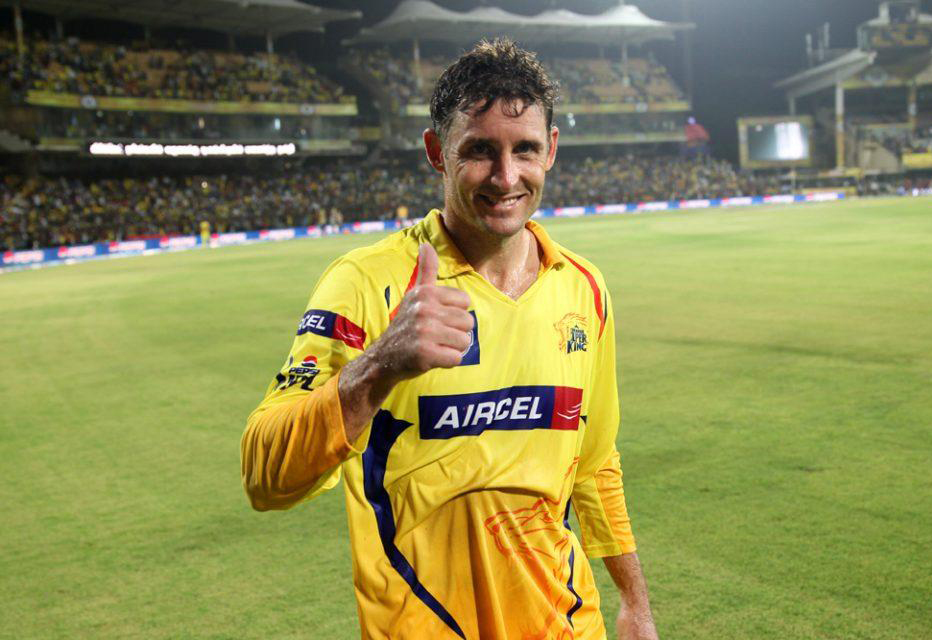 Michael-Hussey-lap-of-honour-CSK-vs-DD-IPL-2013