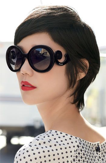 Óculos de sol com estilo Prada